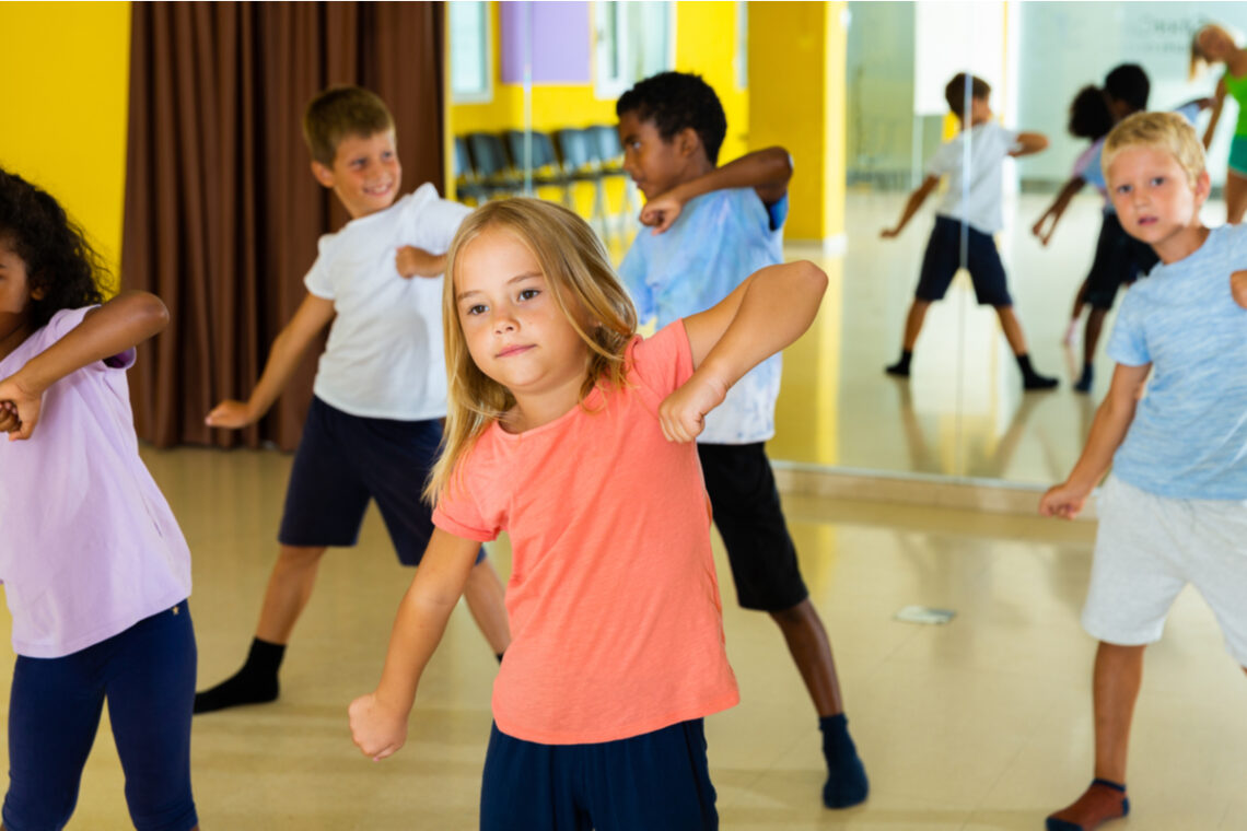 4 Amazing Benefits of Music and Dance Lessons